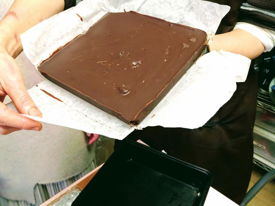 冷蔵庫で固めたマルサラデーツチョコ